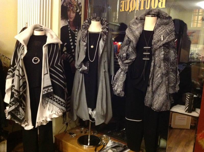 low priced 4bfb3 aa0d9 Kleidung für die modebewusste Frau von heute.